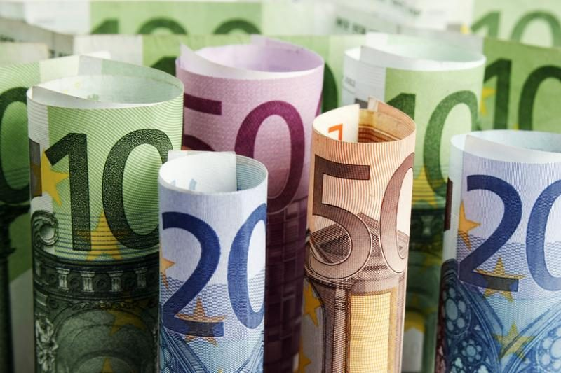 """Už """"labdarą"""" suvenyriniais eurais - grąža tikrais litais"""