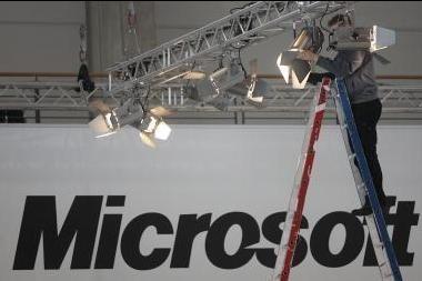 """Iš """"Microsoft"""" traukiasi B.Gateso įpėdinis"""