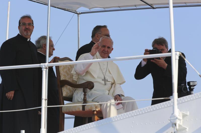 """Popiežius Pranciškus atvyko į neteisėtų migrantų """"Meką"""" Italijoje"""