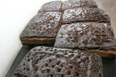 Atgimsta senolių tradicija - duonos kepimas namuose