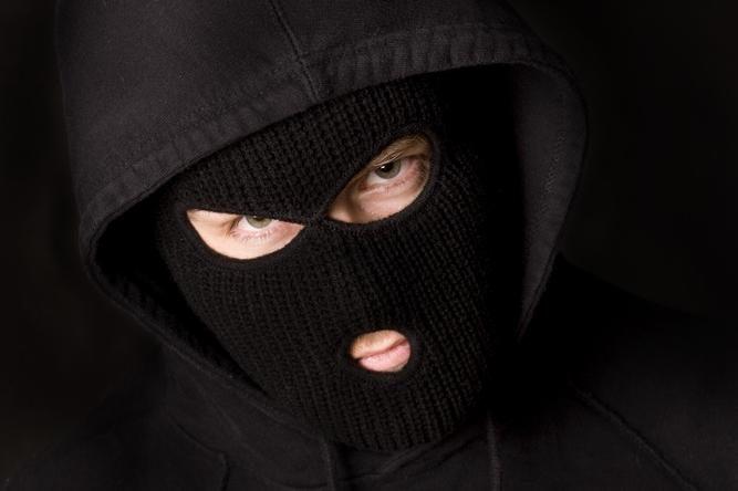 Plėšikas veidą slėpė po medicinine kauke