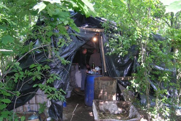 Žemaitijoje demaskuotas naminės degtinės fabrikėlis