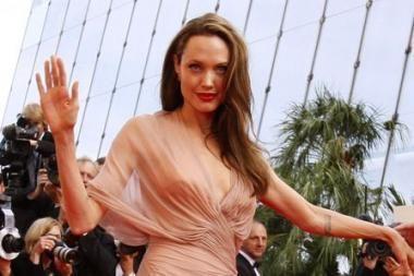 Angelina Jolie paguldyta į ligoninę