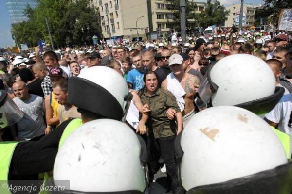 Belgrade per susirėmimus gėjų parado metu sužeista beveik 60 policininkų ir civilių asmenų