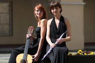 Duete - kerintys gitaros ir obojaus garsai
