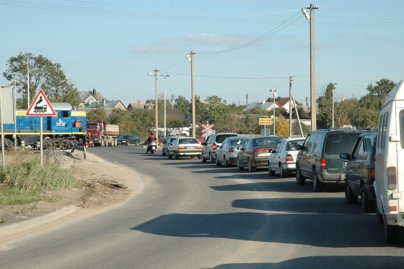 Seimas - prieš, kad kariškiai nemokėtų už kelius