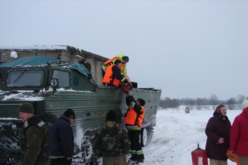KAM: kariai  visada pasirengę tapti geriausiais civilių draugais