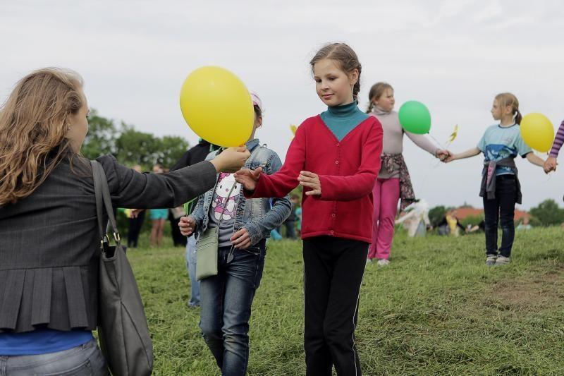 I. Simonaitytės  kalną   apjuosė   vaikai