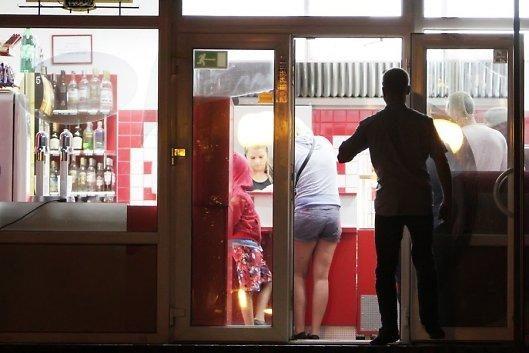 Baltijos g. veikiančiuose baruose uždrausta naktinė prekyba alkoholiu