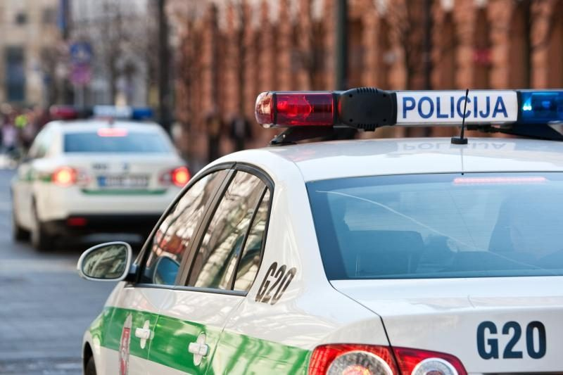 Vilkaviškio rajone policija šūviais stabdė girto vairuotojo automobilį