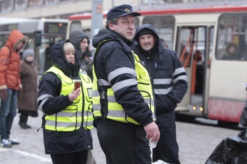 Kiek kalbų moka Vilniaus viešojo transporto kontrolieriai?