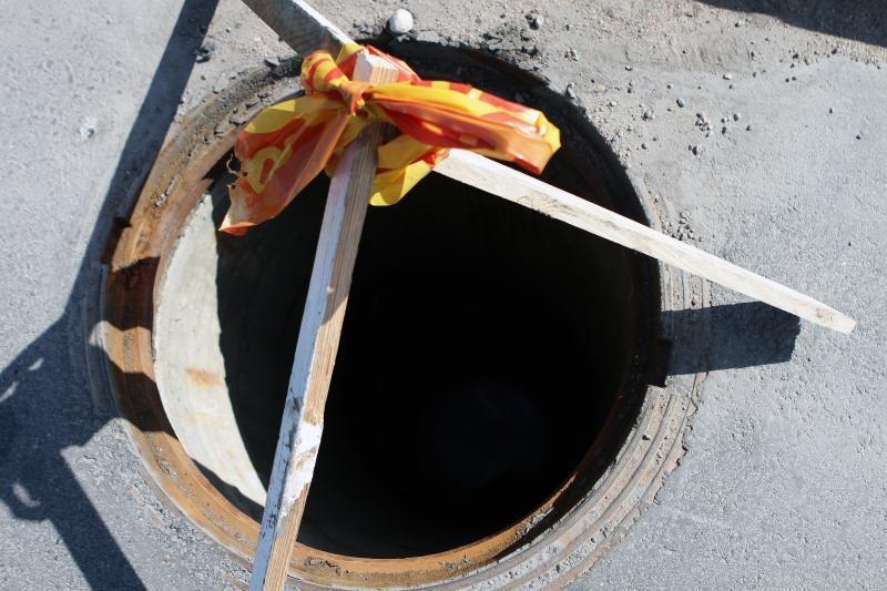 Vilniuje į kanalizacijos šulinį įkrito moteris