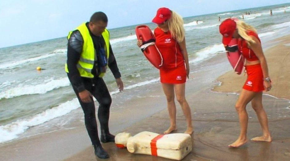 """""""69 danguje"""" narės Palangos paplūdimyje gelbėjo skęstantįjį"""