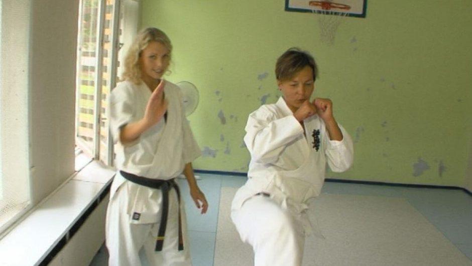 Televizijos laidų vedėja A.  Kudabienė liejo prakaitą karatė treniruotėje