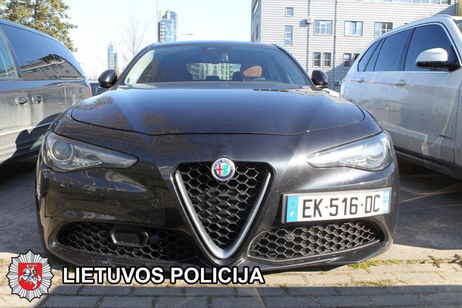 Įkliuvo prabangias mašinas užsienyje pavogę lietuviai