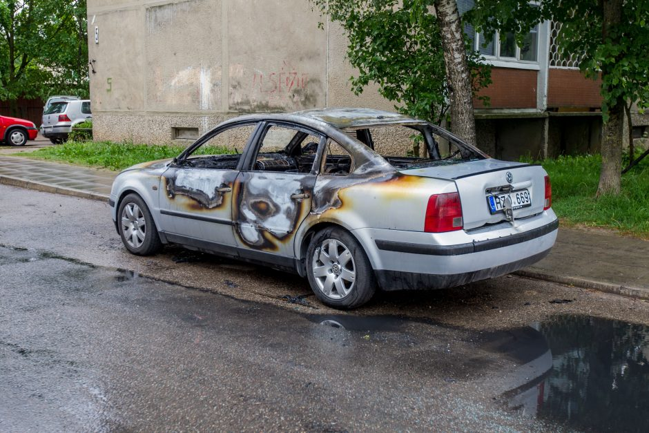 Kaune vėl liepsnojo automobilis
