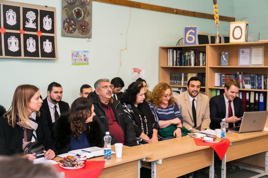 Į romų taborą užsuko Seimo nariai
