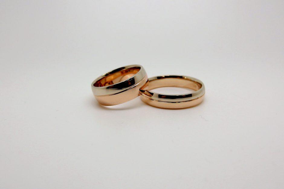 Vestuviniai žiedai: klasikiniai, dekoruoti briliantais ar individualaus dizaino?
