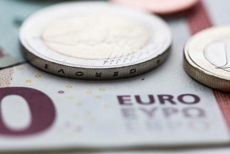 """""""Valstiečiai"""" siūlo pareiginės algos bazinį dydį kelti 2 eurais"""