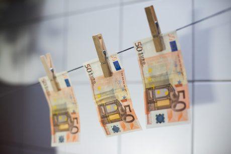 Tualetų vamzdžius užkimšo didžiulis kiekis banknotų