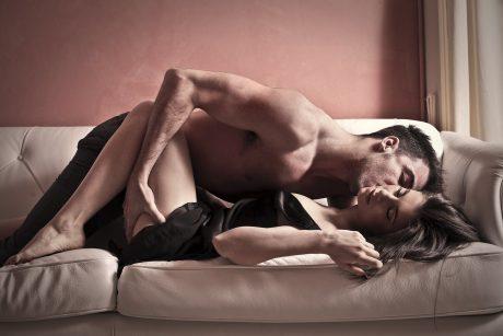 Dėl medikų aplaidumo moteris sekso metu vos nenutraukė vyro lytinių organų