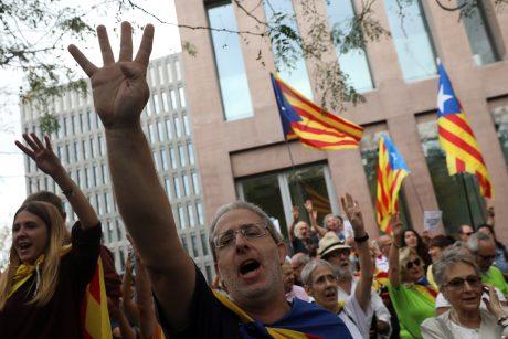 Politologai: ES tyla dėl Katalonijos krizės slepia didžiulį susirūpinimą