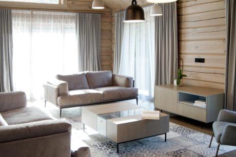 Rąstiniame name – miesto ritmu pulsuojantis interjeras (architekto patarimai)