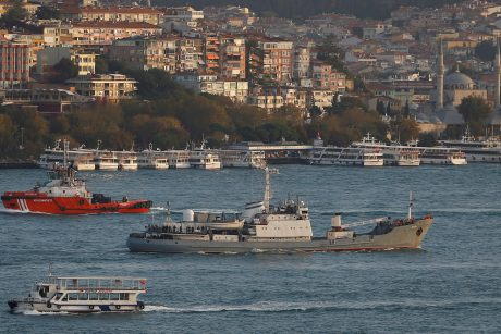 Rusijos karo laivas Judojoje jūroje nuskendo susidūręs su prekiniu laivu