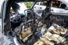Šarkuvos g. sudegė du automobiliai