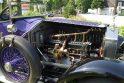 100-metis violetinis limuzinas laukia pirkėjo