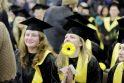 Šventė KU: socialinių mokslų studentams įteikti diplomai