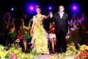 M.Vasiliauskas pristatė suknelę iš gintaro