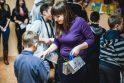 Studentai globos namų vaikams dovanojo širdies šilumą