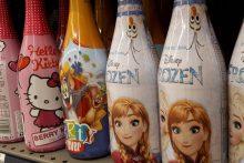 Siekiantys uždrausti vaikišką šampaną: ši galinga industrija auginasi sau pirkėją