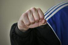 Vilniuje trys jaunuoliai sumušė ir apvogė vyrą
