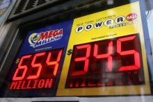 """JAV loterijos """"Mega Millions"""" didysis prizas pasiekė 1 mlrd. dolerių"""