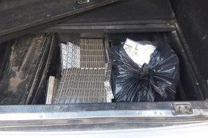 """Vietoj """"Audi"""" atsarginio rato – kontrabandiniai rūkalai"""