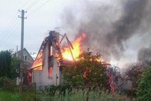Šiurpi nelaimė Dituvoje: vyras padegė namą ir pasitraukė iš gyvenimo