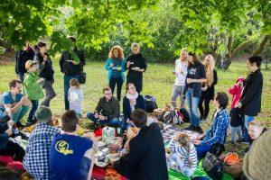 Veganų piknikas: draugiška kompanija, pačių gaminti patiekalai ir diskusijos