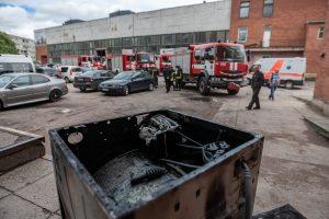 Į Savanorių prospektą sulėkė ugniagesiai – sandėlyje kilo gaisras