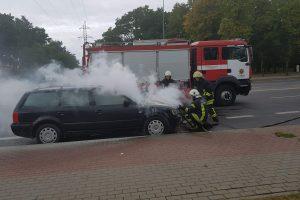Klaipėdoje degė du automobiliai