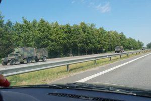 Savaitgalį Lietuvos keliais judės karinė technika: prireiks didesnio atidumo