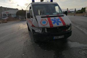 Po BMW ir medikų automobilio avarijos – liudininkų paieškos