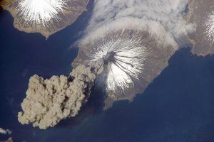 Aliaskoje išsiveržus ugnikalniui paskelbtas aukščiausias pavojaus lygis