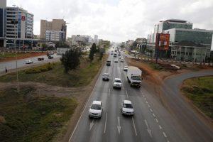 Kenijoje apsivertus perpildytam mikroautobusui žuvo 11 žmonių