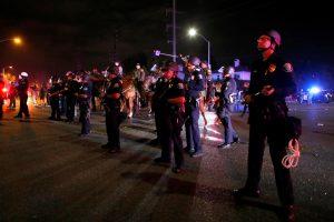 Protestai per D. Trumpo mitingą Kalifornijoje virto smurtiniais