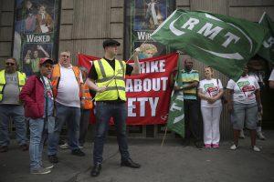 Britanijoje geležinkelininkai žada streikuoti penkias dienas
