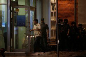 Maskvoje banko pastatą užėmęs užpuolikas paleido visus įkaitus ir pasidavė