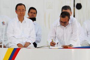 Kolumbijos vyriausybė pasirašė istorinę taikos sutartį su FARC sukilėliais