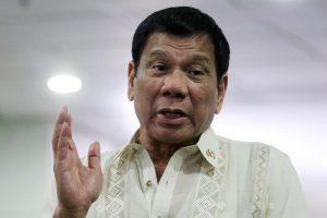 Skandalingasis R. Duterte Malaizijoje dainavo karaokę